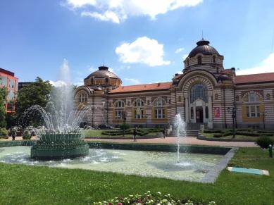 caminin arkasındaki park