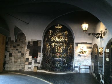 kapı altı türbe