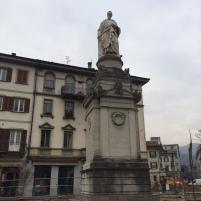 Alessandro Volta heykeli